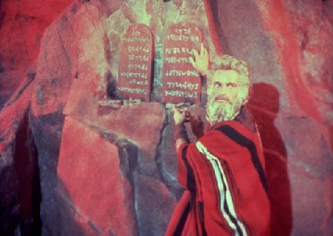 https://www.mfiles.co.uk/composers/charlton-heston-with-the-tablets-in-the-ten-commandments.jpg