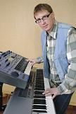 Keyboard player with synthesisers